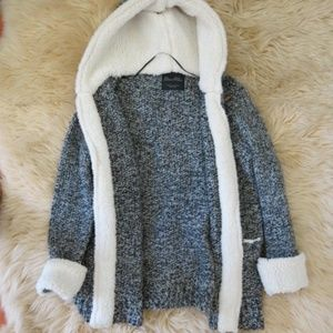 LAST CHANCE! Zara Gray Cable Knit Hooded Sweater